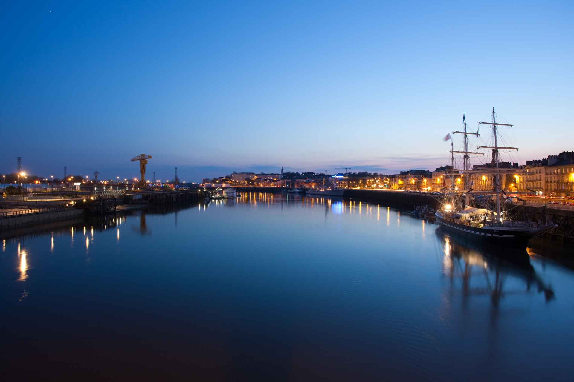 Le Belem sur le quai de Nantes le matin