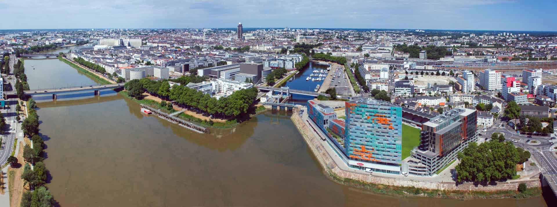 Vue sur Nantes et sur la Loire en journée
